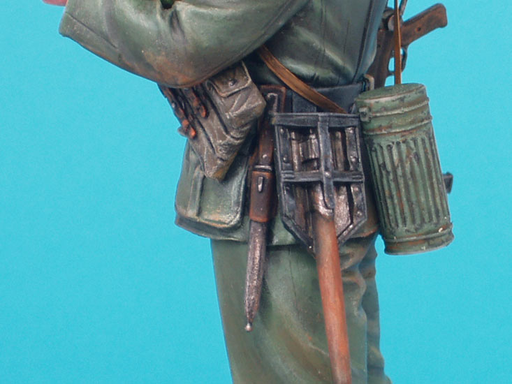 Figures: German soldier with sunflower, photo #10