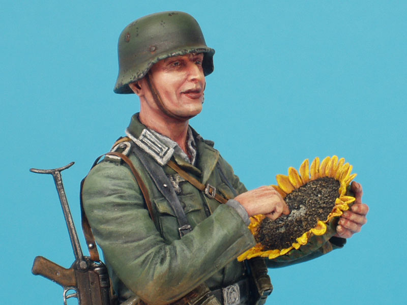 Figures: German soldier with sunflower, photo #11
