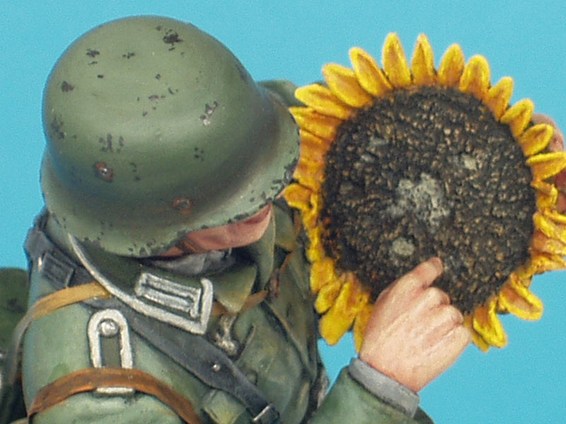 Figures: German soldier with sunflower, photo #13