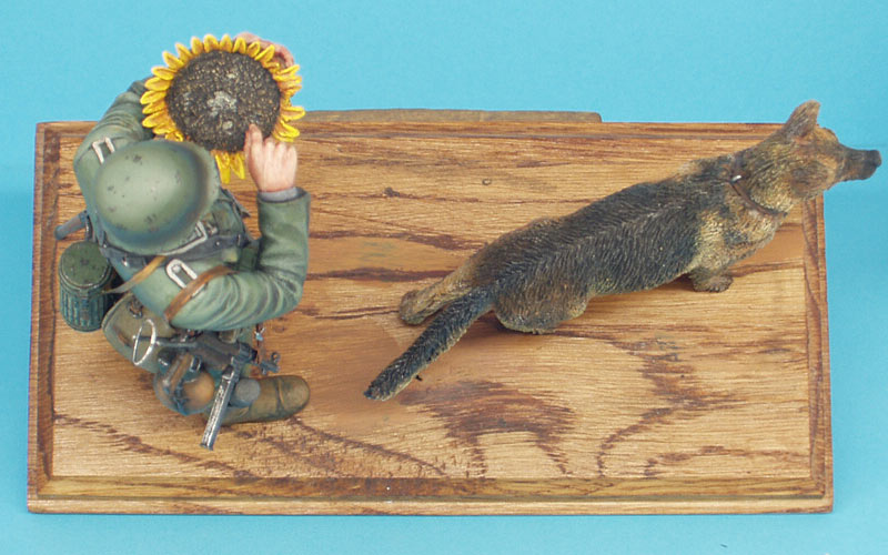 Figures: German soldier with sunflower, photo #15