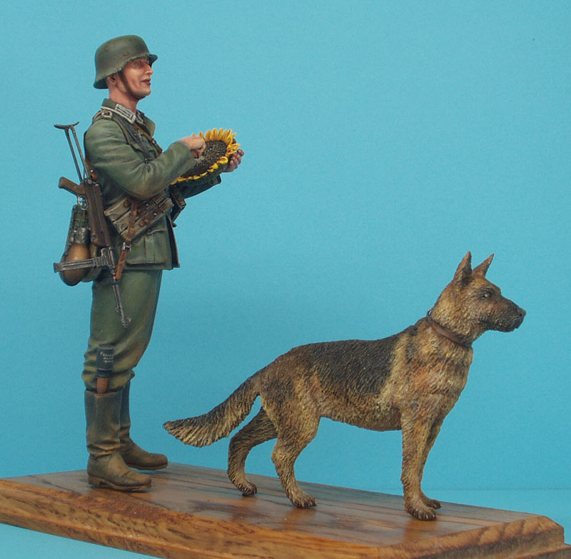 Figures: German soldier with sunflower, photo #2
