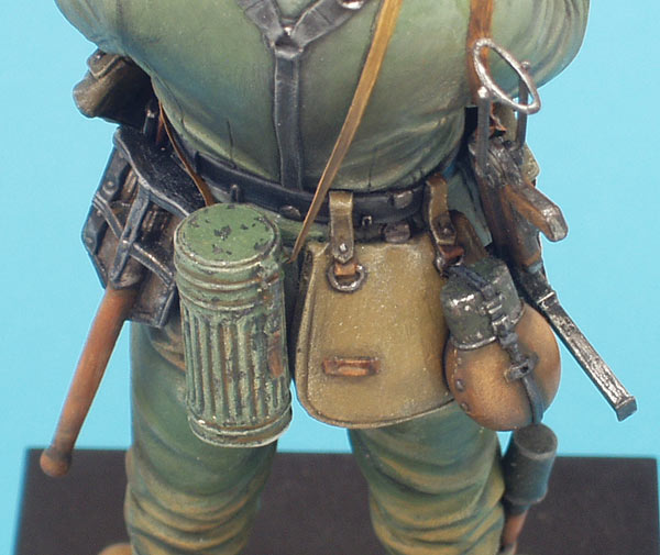 Figures: German soldier with sunflower, photo #9