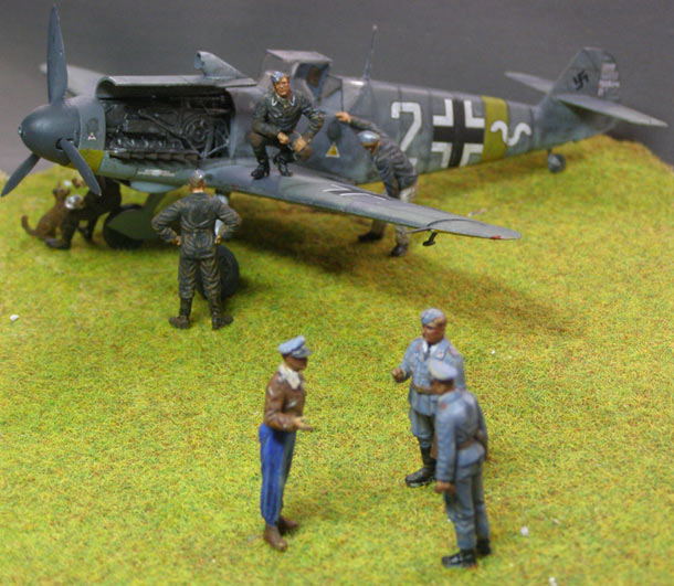 Training Grounds: Bf-109 F-4 with pilots and ground personnel