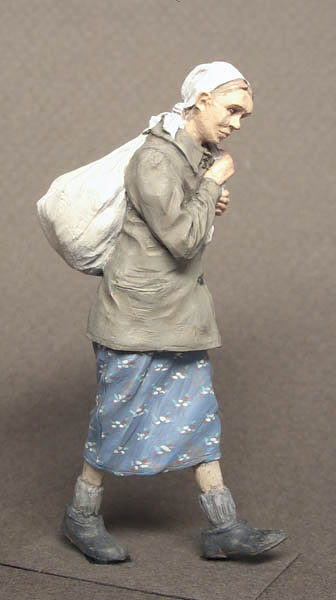Figures: Russian refugee, WWII, photo #6