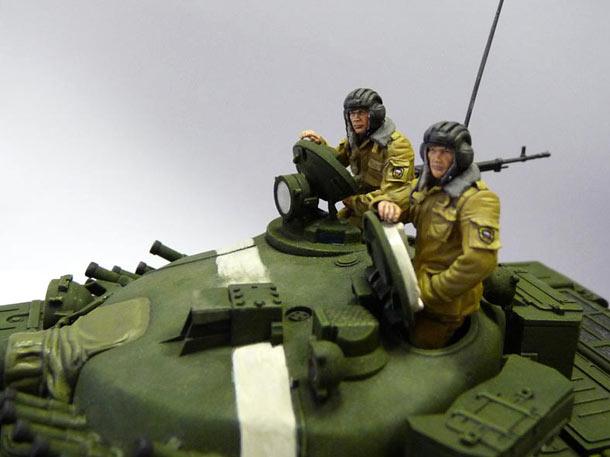 Figures: Russian tank crew, December 1994