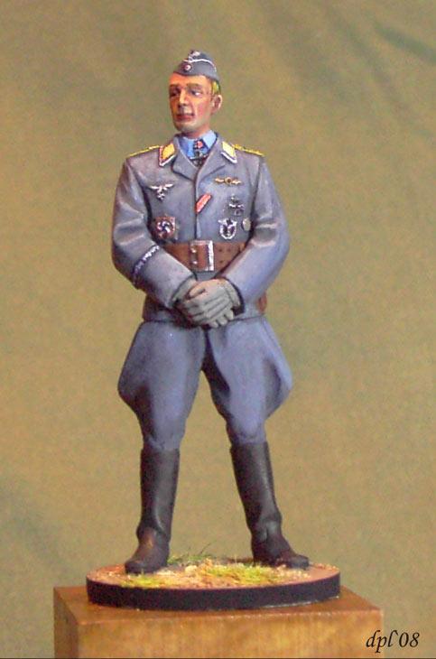 Figures: Luftwaffe hauptmann, 1944, photo #1