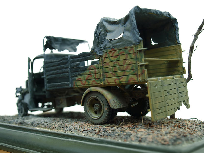 Photo 2 - Knocked out Mercedes-Benz L3000 | Dioramas and ...