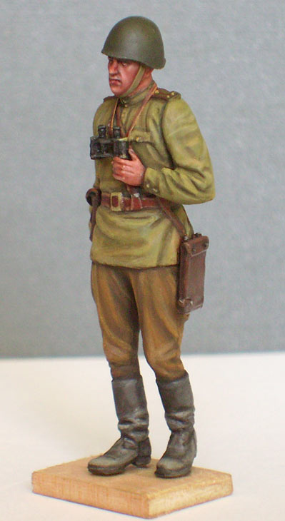 Figures: Red Army officer, summer 1943, photo #2