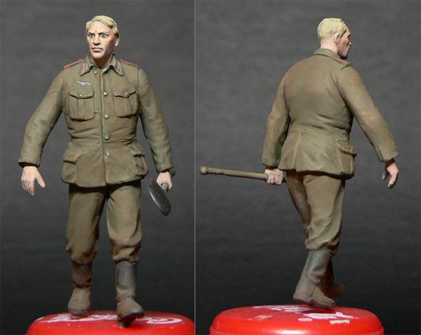 Figures: German artilleryman