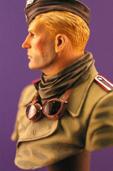 Figures: Tank creaman and pilot, photo #2