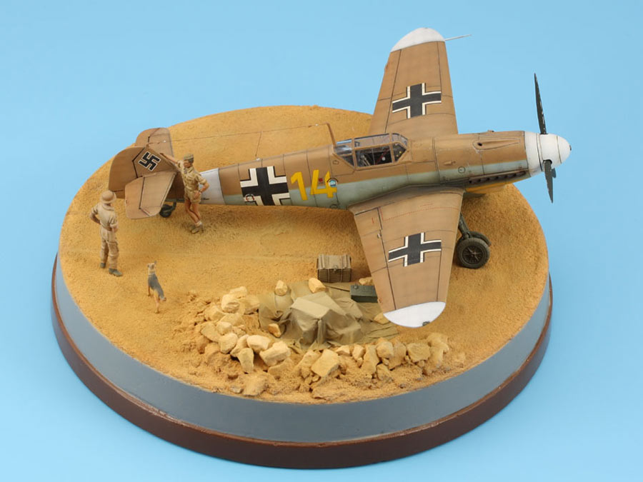 Dioramas and Vignettes: On the dusty airfield, photo #4