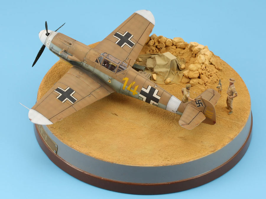 Dioramas and Vignettes: On the dusty airfield, photo #5