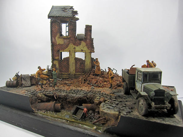 Dioramas and Vignettes: Smile for the Motherland