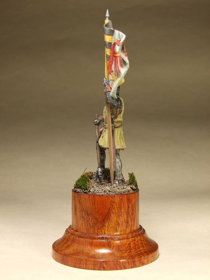 Figures: Saxon standard bearer, mid XIV century, photo #7