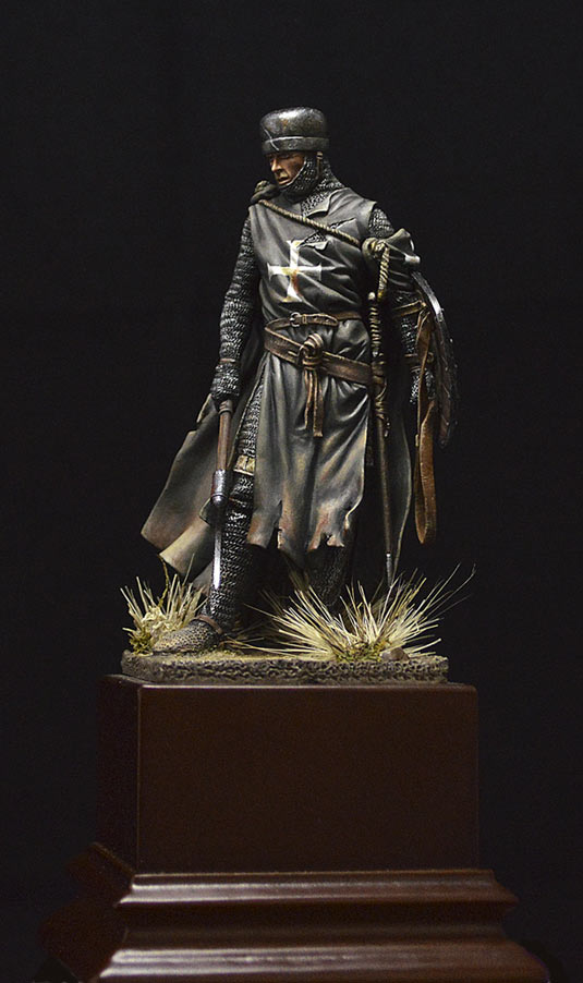 Figures: Hospitalier knight, 13th A.D., photo #1