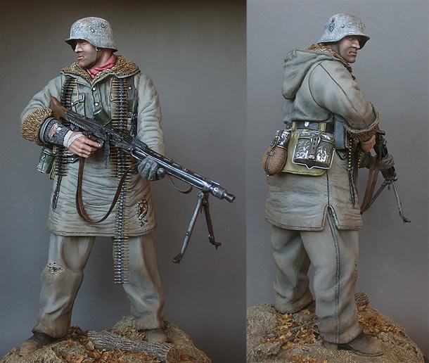 Figures: Waffen-SS machine gunner