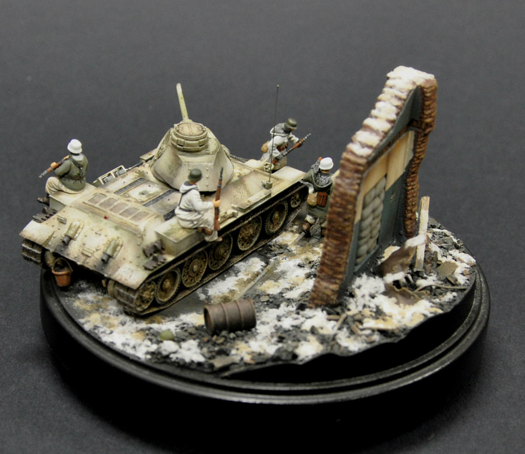 Dioramas and Vignettes: From hands to hands, photo #3