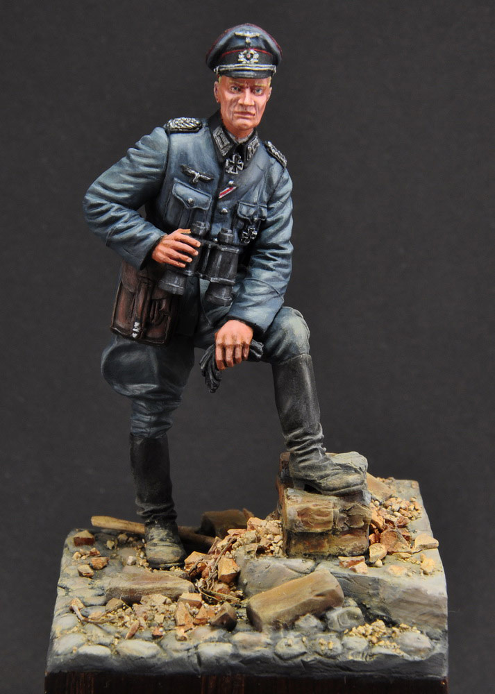 Figures: German officer, photo #1