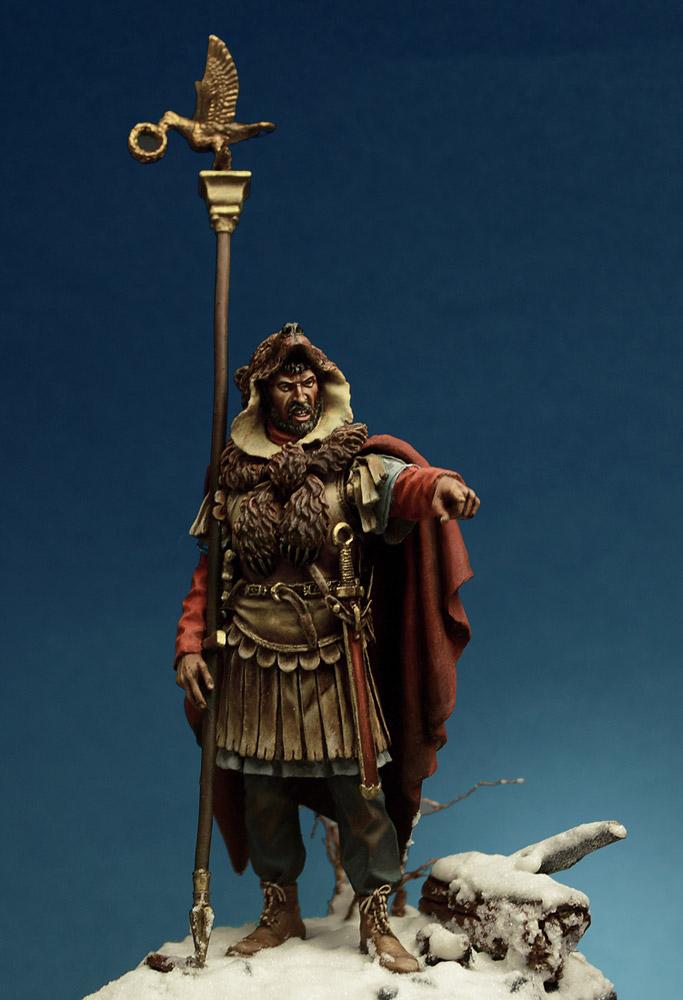 Figures: Roman aquilifer, II-III cent. A.D., photo #1