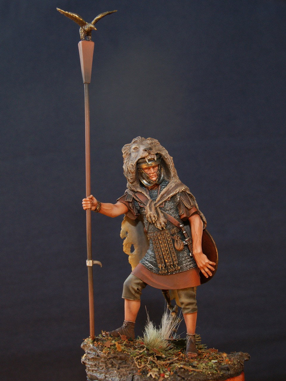 Figures: Standard bearer of the Legion, photo #1