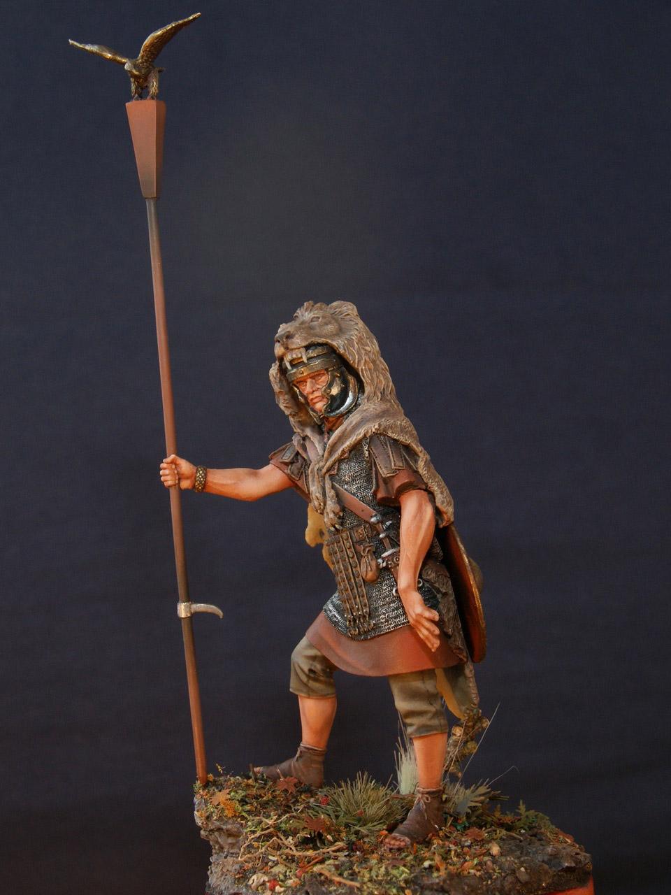 Figures: Standard bearer of the Legion, photo #2