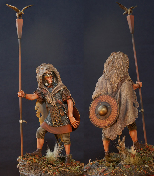 Figures: Standard bearer of the Legion