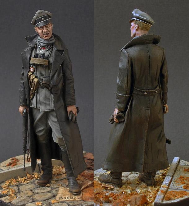 Figures: SS officer