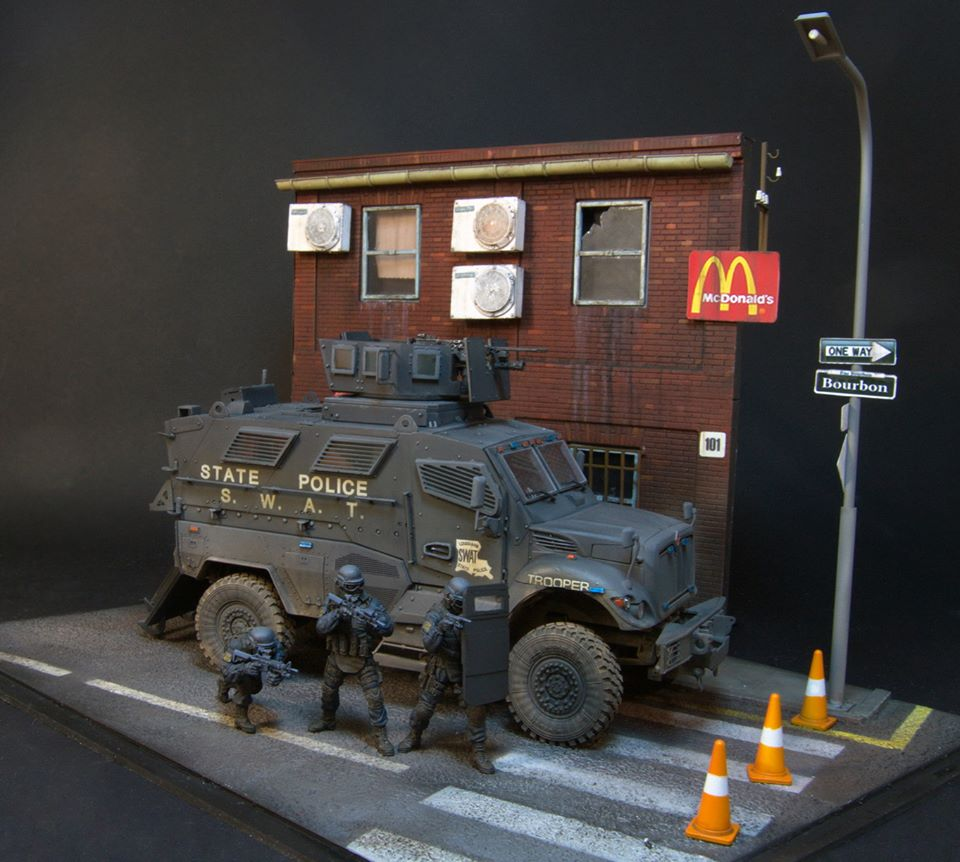 Dioramas and Vignettes: S.W.A.T., photo #1