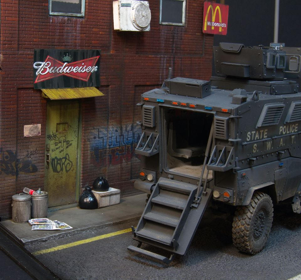 Dioramas and Vignettes: S.W.A.T., photo #11