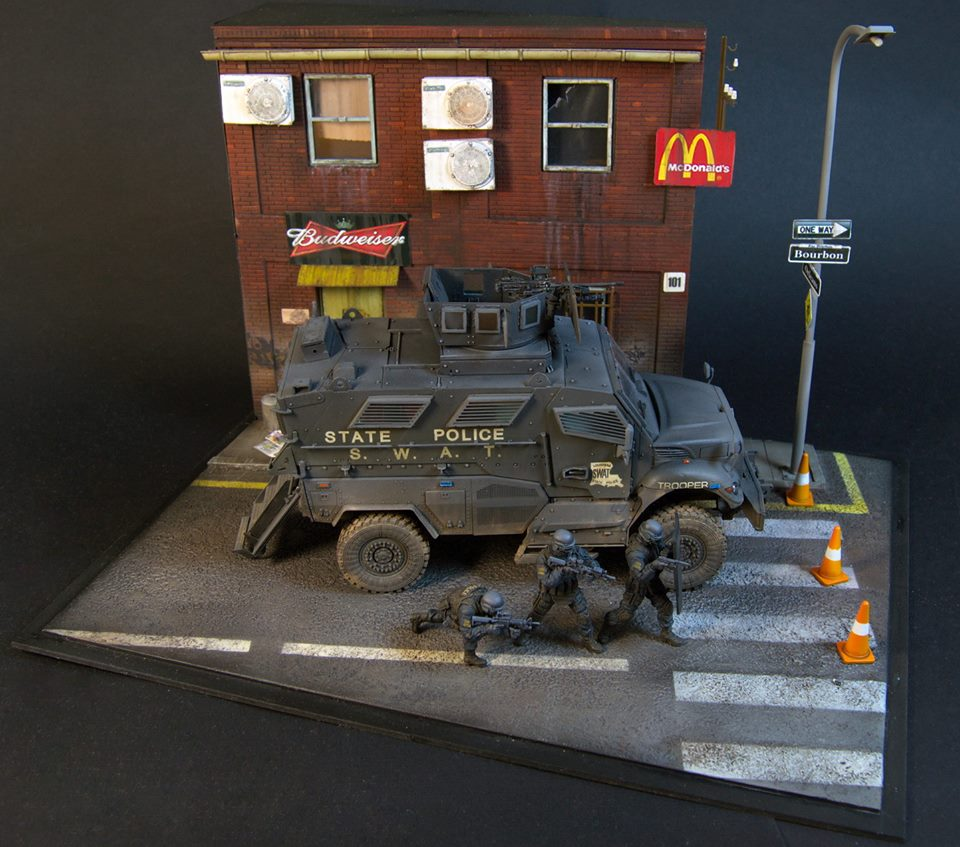 Dioramas and Vignettes: S.W.A.T., photo #12