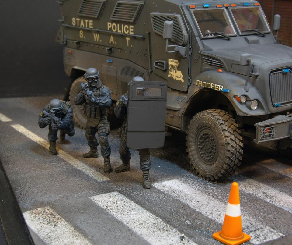 Dioramas and Vignettes: S.W.A.T., photo #14