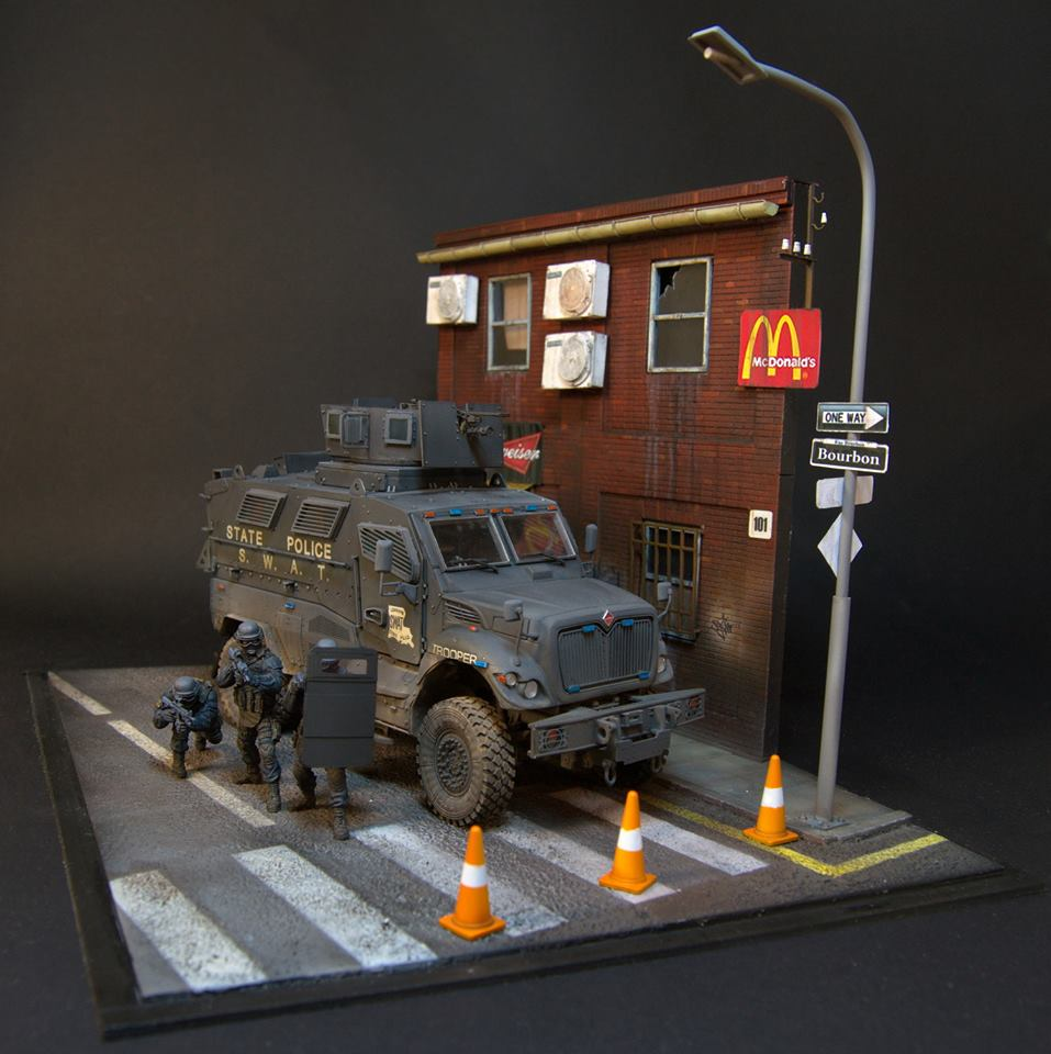 Dioramas and Vignettes: S.W.A.T., photo #2