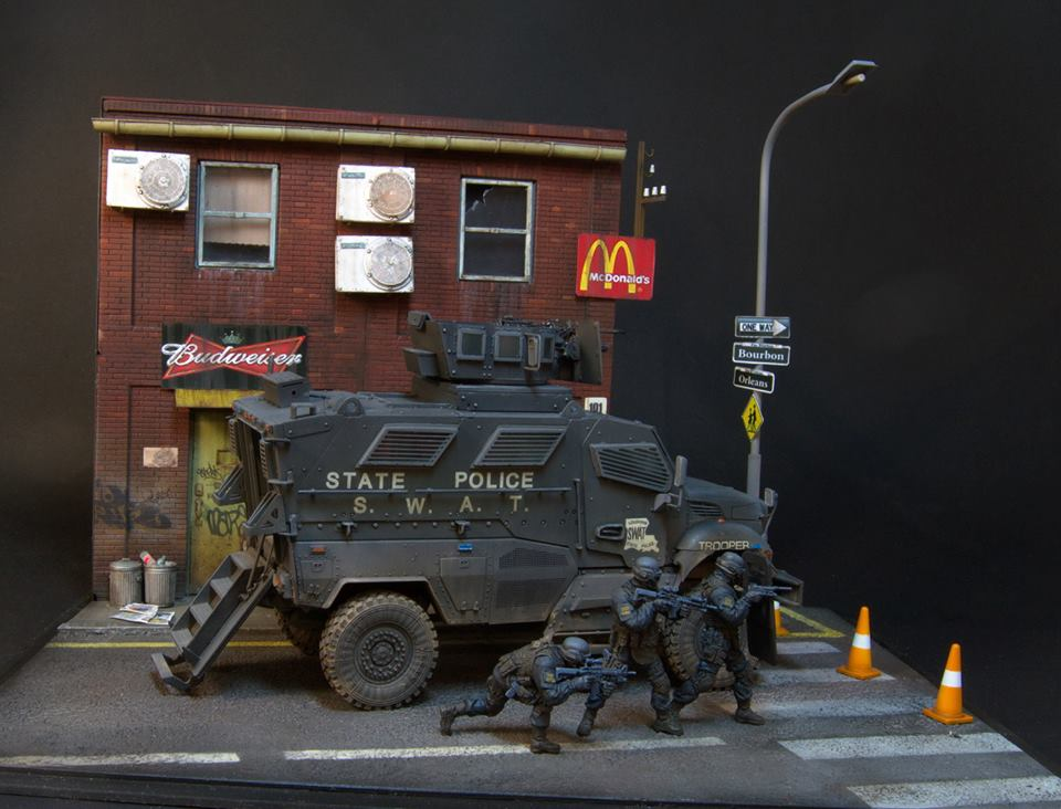 Dioramas and Vignettes: S.W.A.T., photo #3