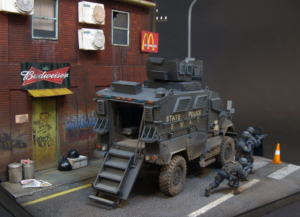 Dioramas and Vignettes: S.W.A.T., photo #4
