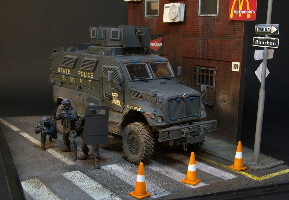 Dioramas and Vignettes: S.W.A.T., photo #6