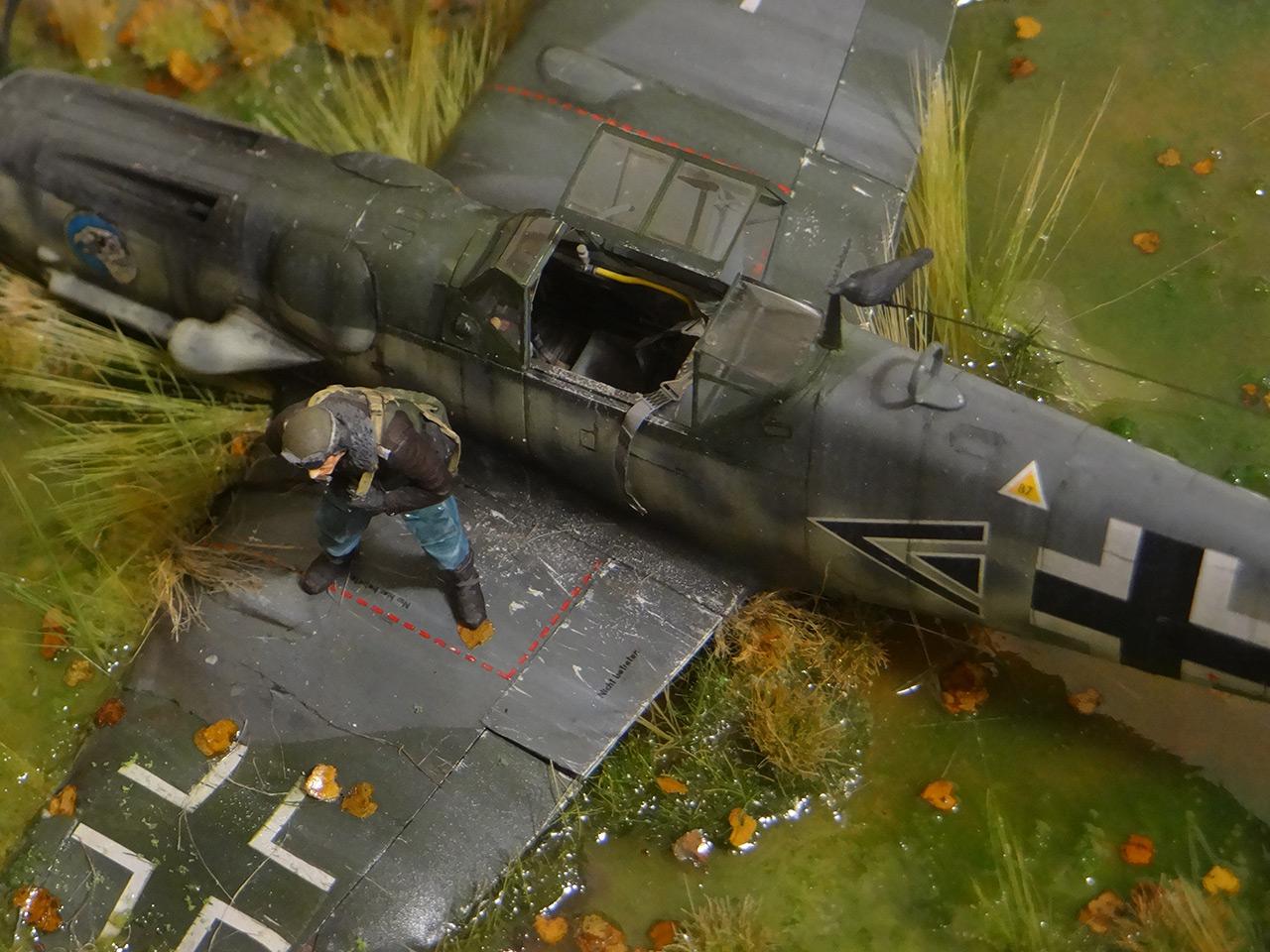 Dioramas and Vignettes: Shot down pilot, photo #15