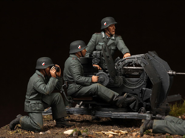 Dioramas and Vignettes:  FlaK 38 crew