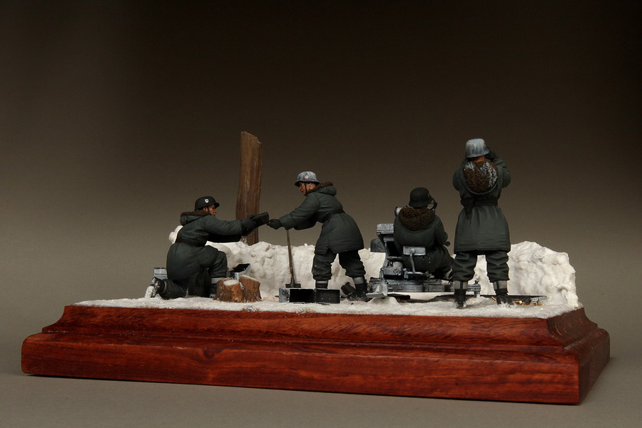 Dioramas and Vignettes: Waffen-SS FlaK-38 crew, photo #11