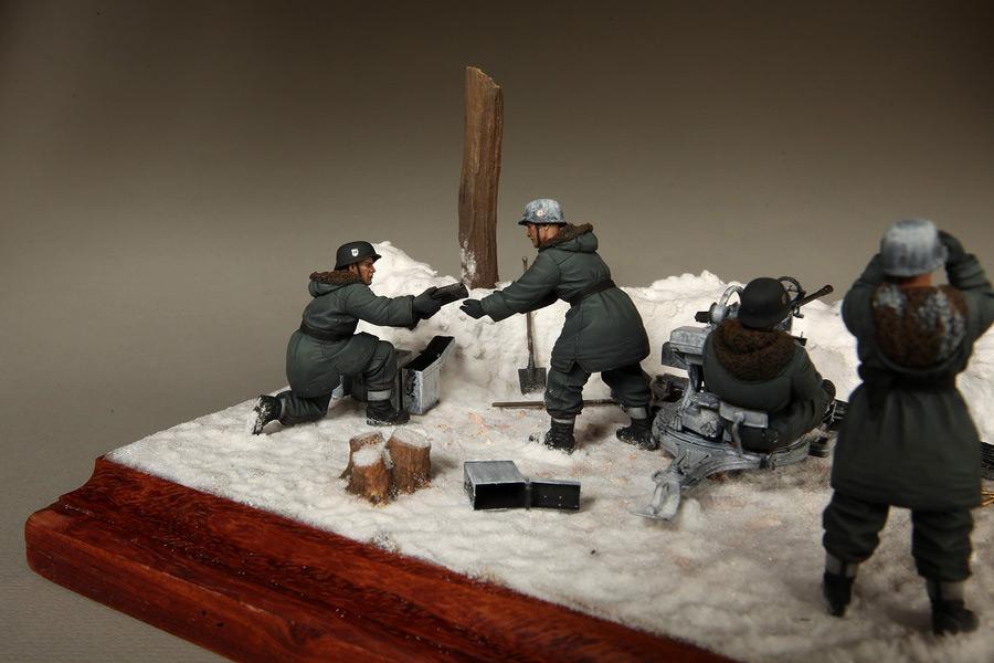 Dioramas and Vignettes: Waffen-SS FlaK-38 crew, photo #20