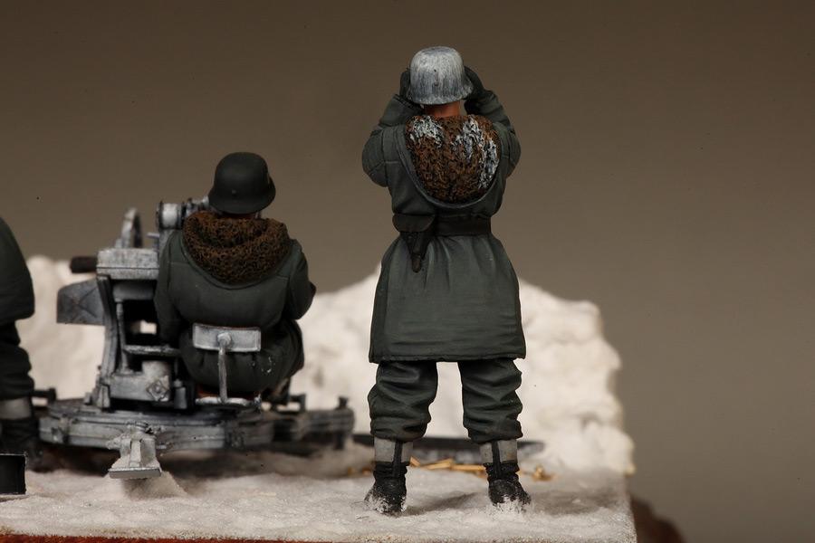 Dioramas and Vignettes: Waffen-SS FlaK-38 crew, photo #25