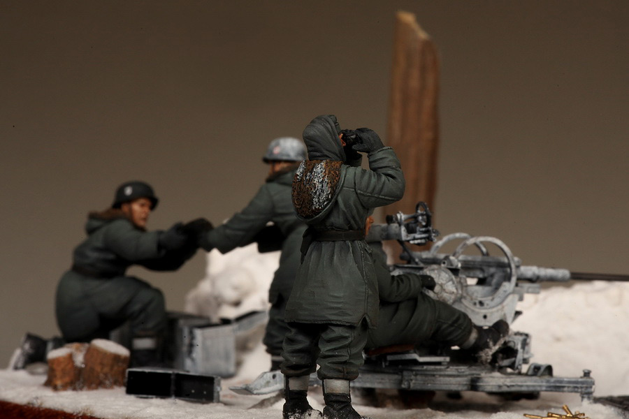 Dioramas and Vignettes: Waffen-SS FlaK-38 crew, photo #37
