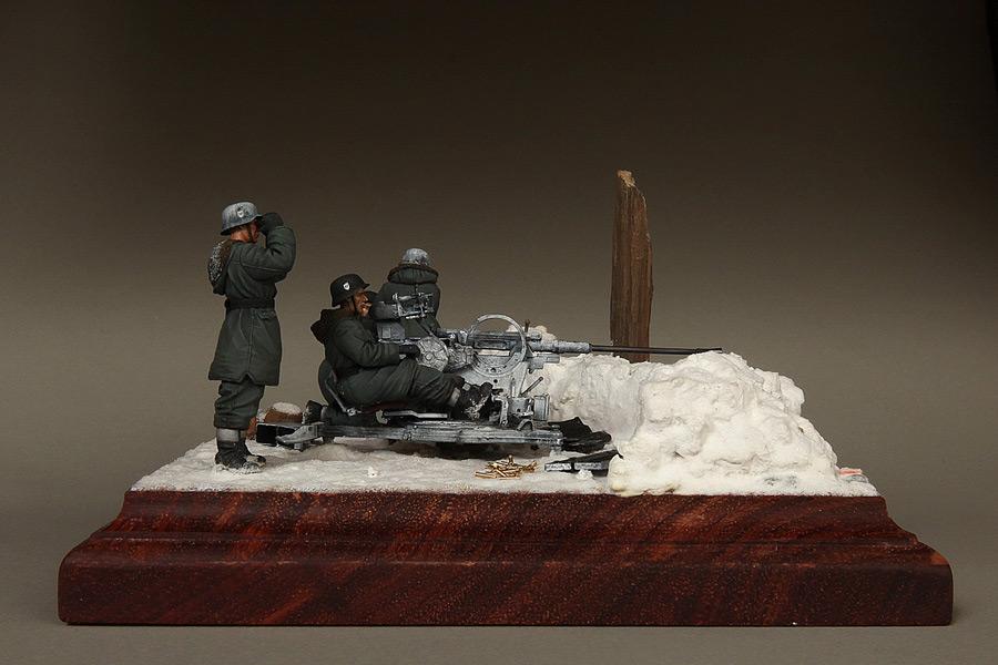 Dioramas and Vignettes: Waffen-SS FlaK-38 crew, photo #6