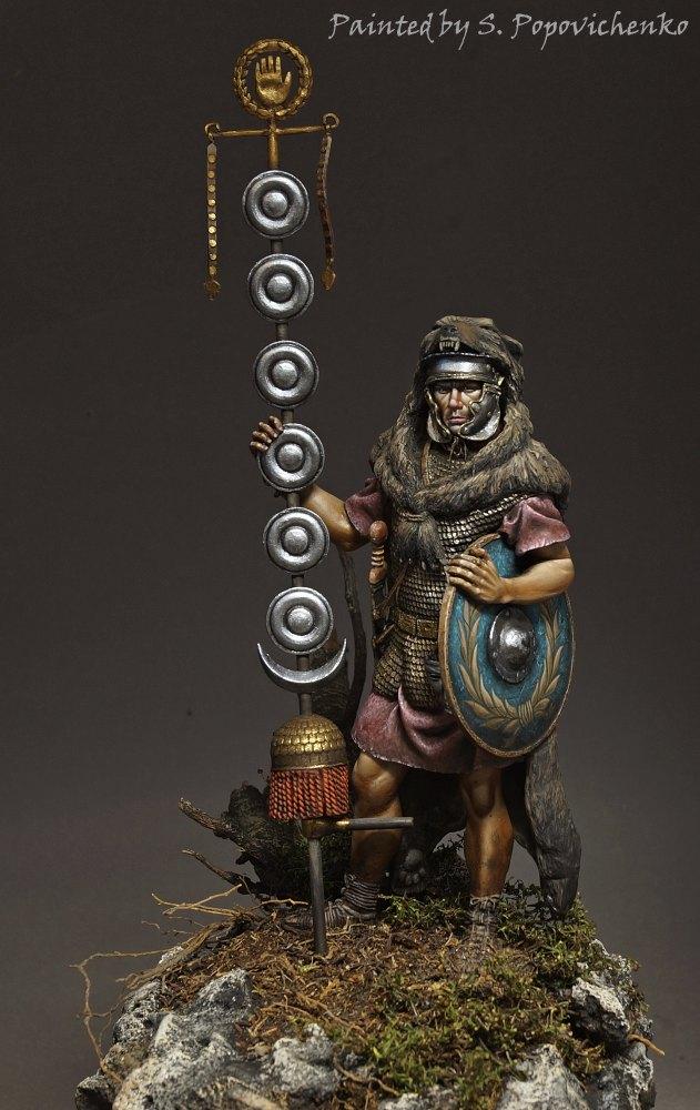 Figures: Roman signifer, photo #1