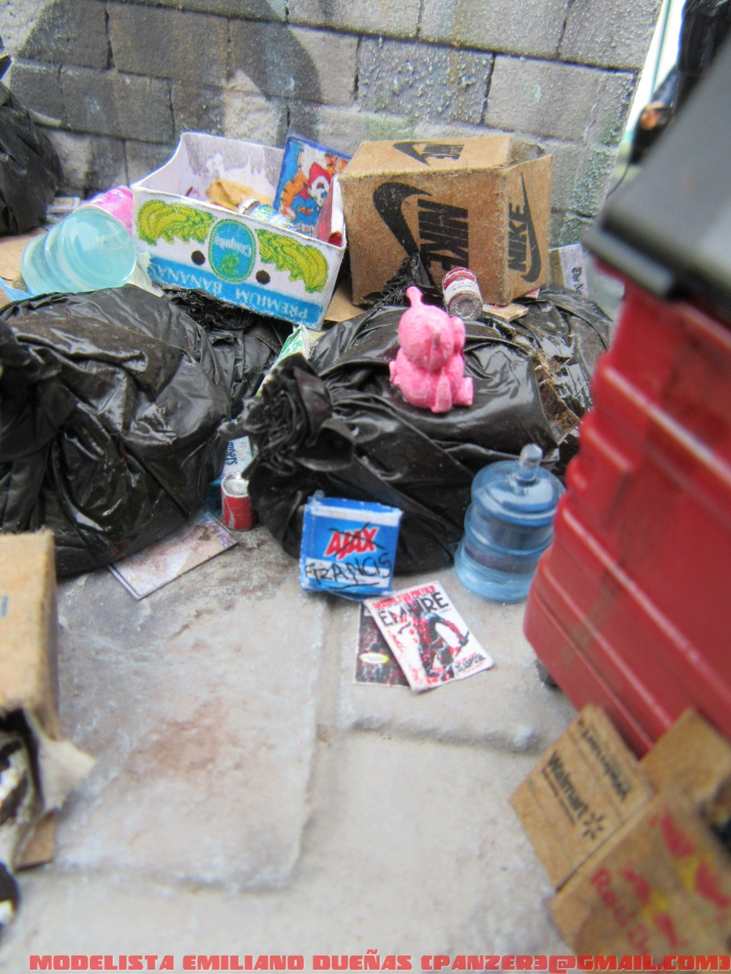 Dioramas and Vignettes: The dirtiest corner of NY, photo #3