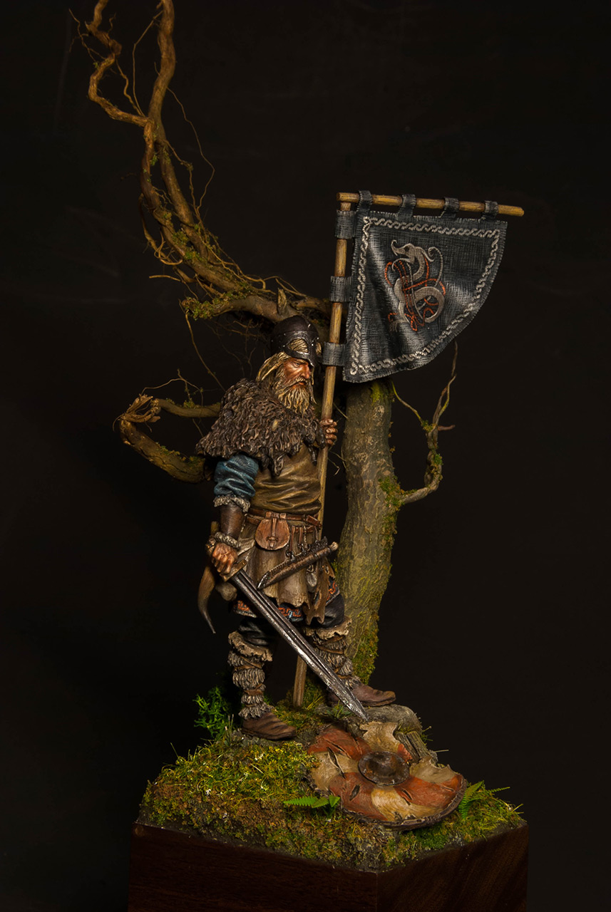 Figures: Viking with standard, photo #1