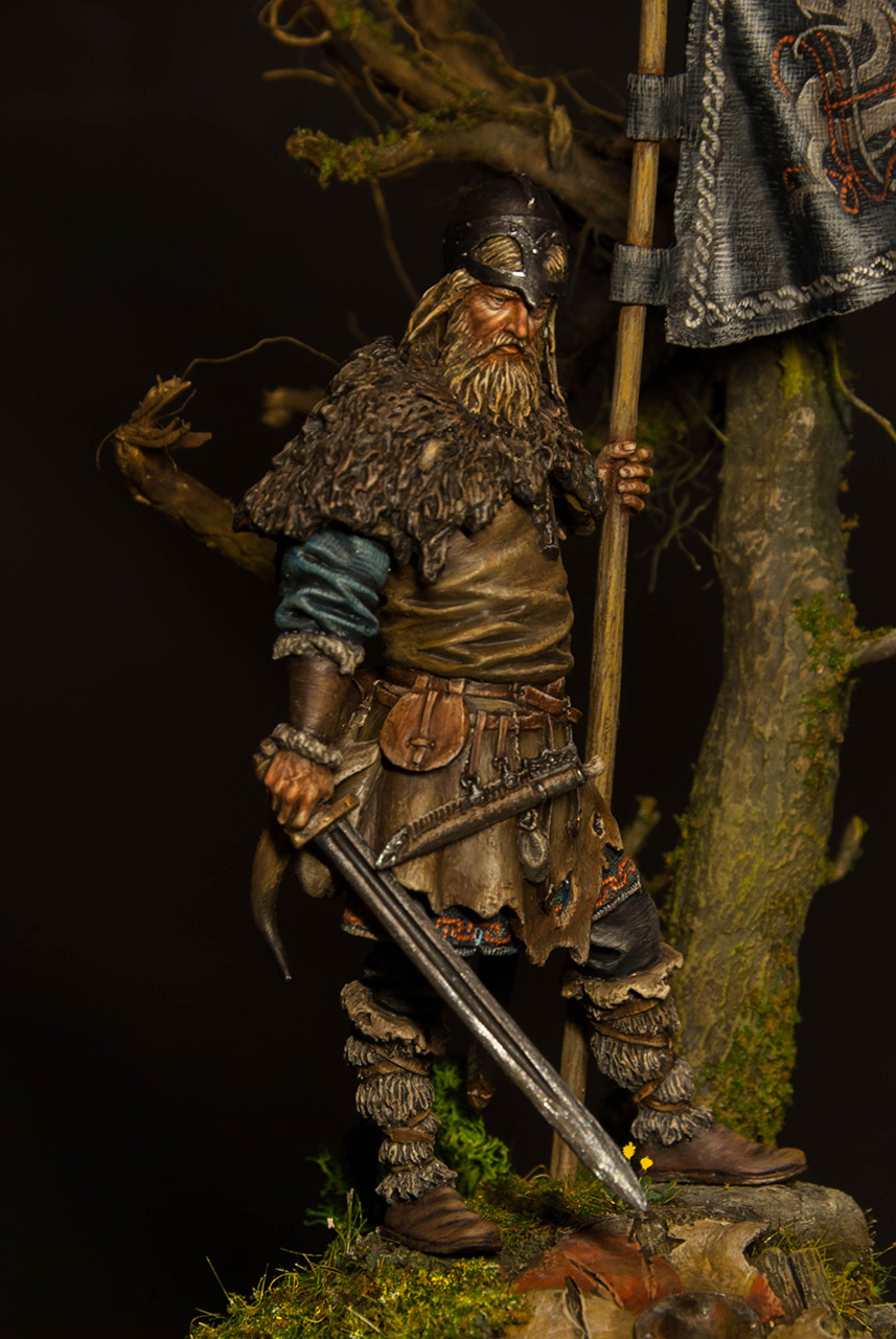 Figures: Viking with standard, photo #7