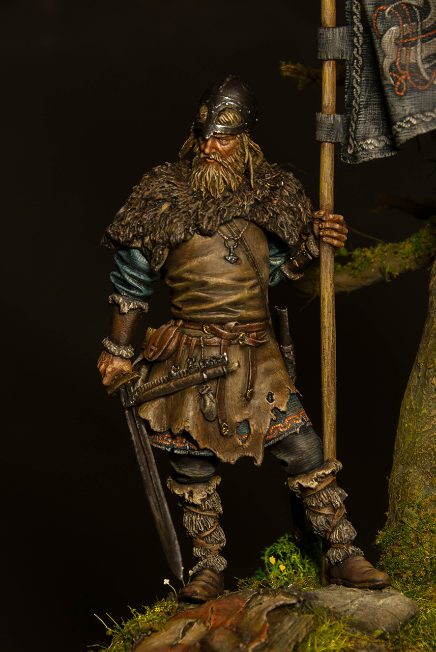 Figures: Viking with standard, photo #8