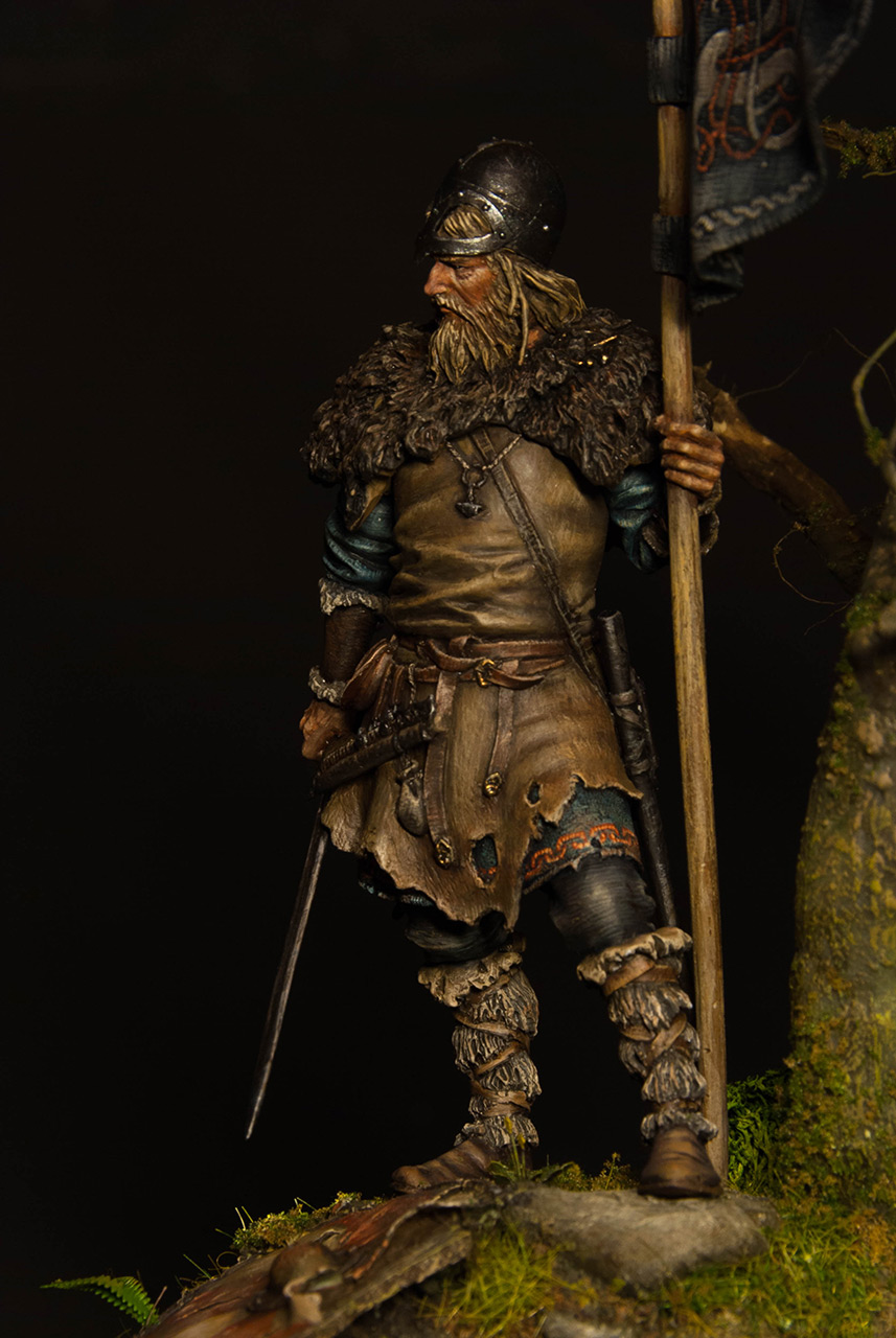 Figures: Viking with standard, photo #9