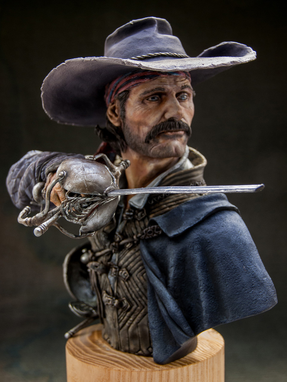 Figures: Diego Alatriste, photo #10