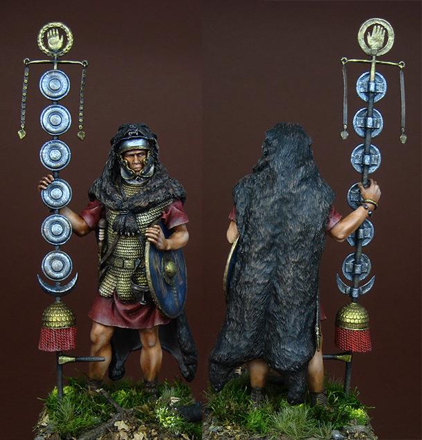 Figures: Roman Signifer